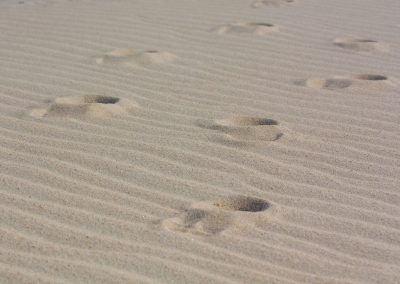 footprints-1780752_1920